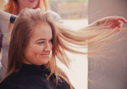 Hvordan kan en frisør hjælpe mit hår?