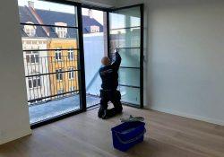 Få strålende ruder med en grundig vinduespolering